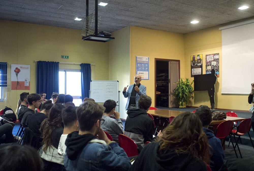 Roberto Farnè incontra i ragazzi dello Strocchi